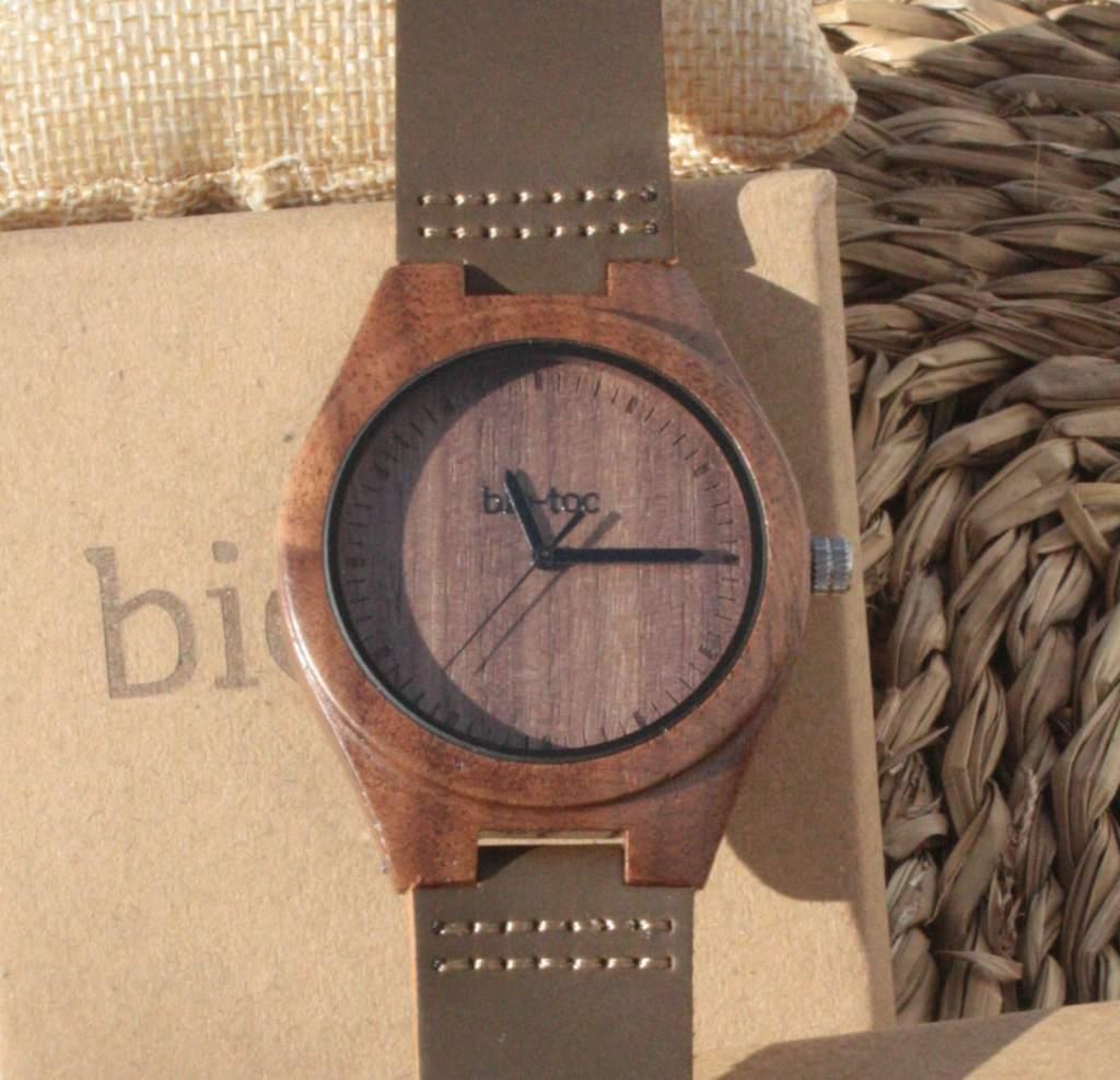 reloj de madera indiana hombre 1